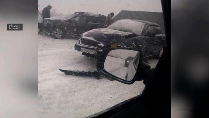 На трассе в Кемеровской области столкнулись 15 машин
