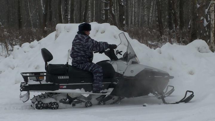 Еду в Москве начали доставлять на снегоходах