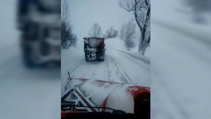 В Алтайском крае завалило снегом участок Чуйского тракта