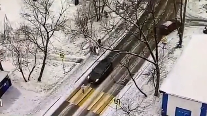 Porsche сбил девушку на переходе на востоке Москвы