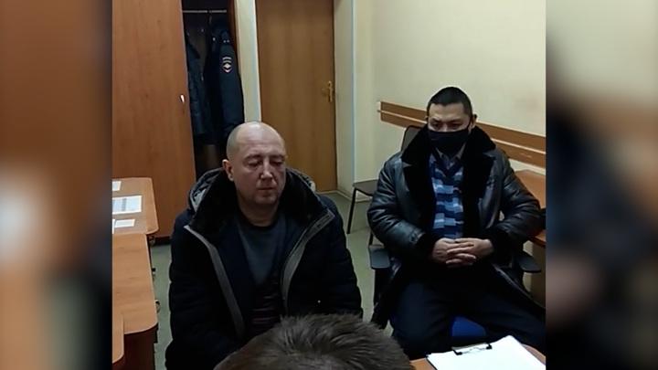 Кинул на пол. Появились кадры допроса истязателя несовершеннолетних в Омске
