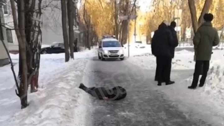 Ревнивый москвич едва не зарезал бывшую супругу у школы