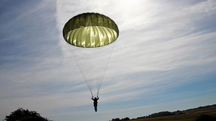 В Александрове люди совершали прыжки с некачественными парашютами