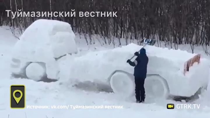 Башкирский школьник создает снежный грузовик в натуральную величину