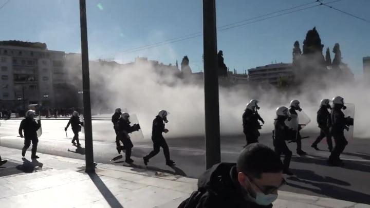 Жители Греции, Франции и Германии вышли на протестные марши