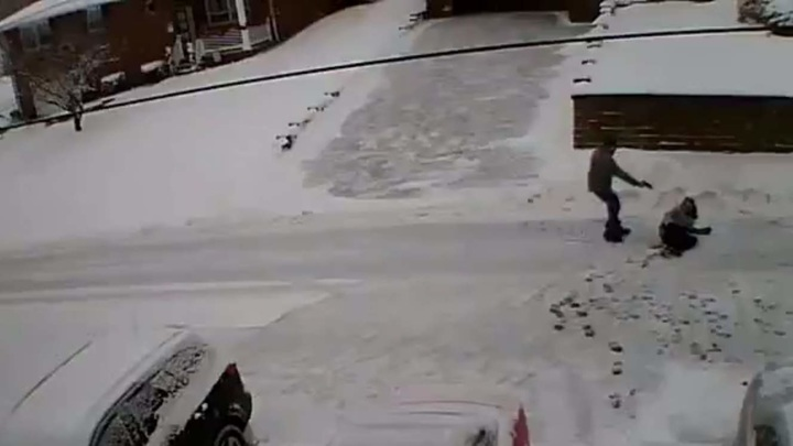 Американец расстрелял соседей из-за подброшенного на его участок снега