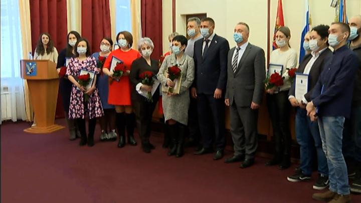 Таймырских медиков наградили за борьбу с коронавирусом