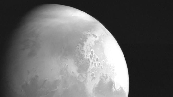 """""""Тяньвэнь-1"""" отправил на Землю свой первый снимок Марса"""