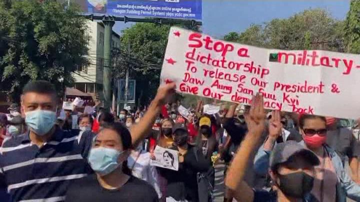 Не менее шести человек погибли при столкновениях в Мьянме