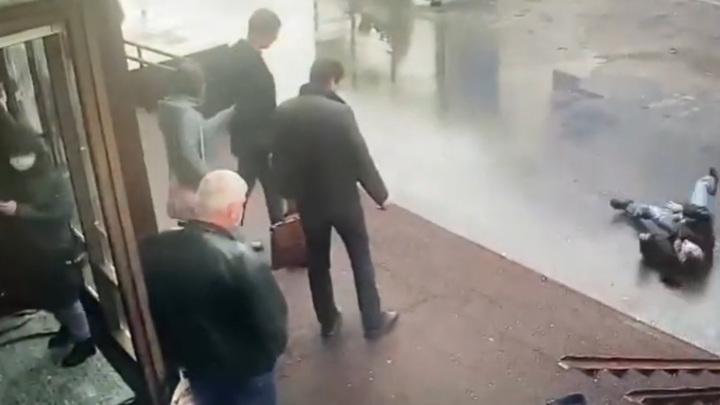 Посетитель МФЦ убил попросившего у него сигарету мужчину
