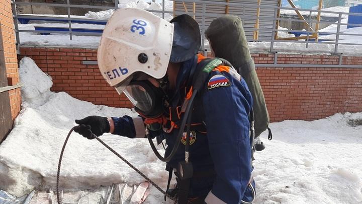 Новосибирские спасатели помогли провалившейся в погреб женщине