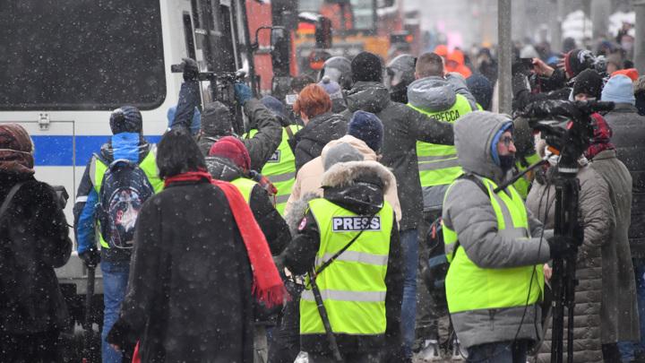 Роскомнадзор подготовил приказ об отличительных знаках СМИ на митингах