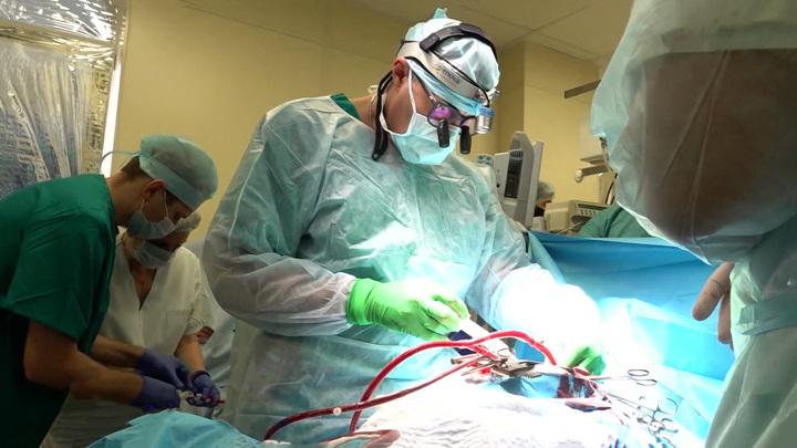 Новый метод лечения рака: врачи РФ провели уникальную операцию на мозге