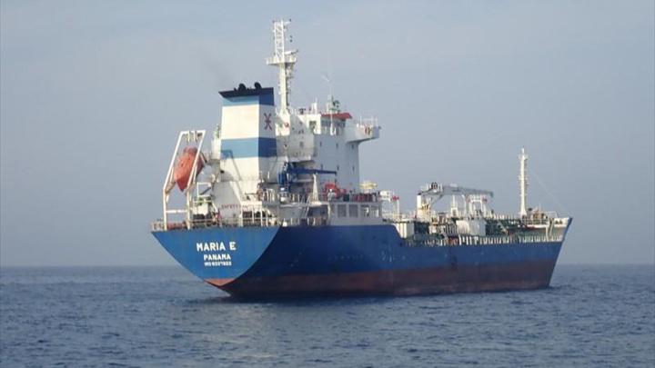 Пираты захватили танкер и поднялись на его борт