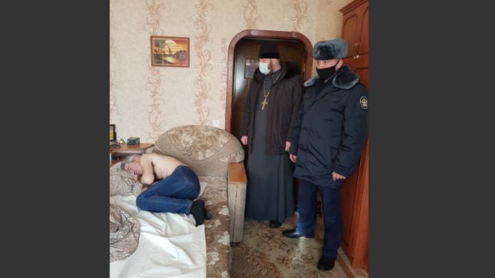 """В Тульской области полицейские и священники совершают рейды по """"нехорошим квартирам"""""""