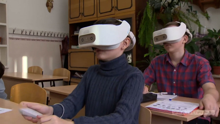 Виртуальная реальность: уроки в VR-шлемах захватывают приморских школьников