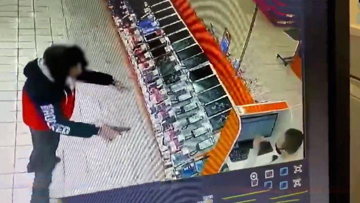 В Пензе расстроенный покупатель вернулся в магазин со страйкбольным пистолетом