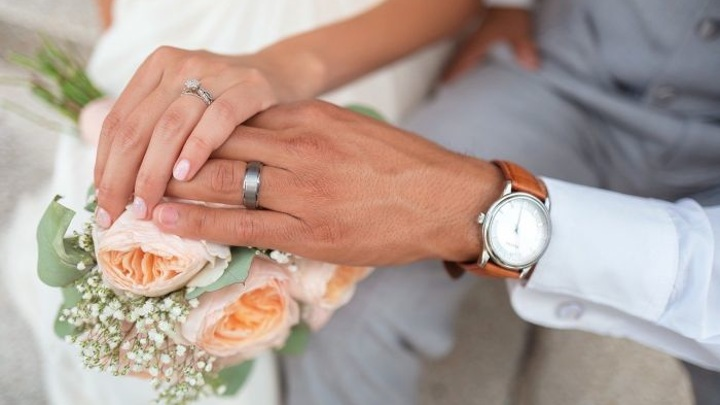 Около 1,5 тыс. пар в Москве планируют пожениться в майские праздники