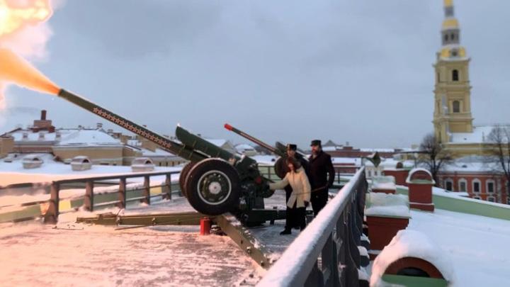 Туктамышева выстрелила из пушки Петропавловской крепости