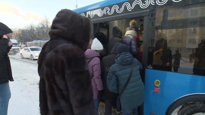 Костромского кондуктора, которая не дала сдачи и выгнала из автобуса детей, проверят
