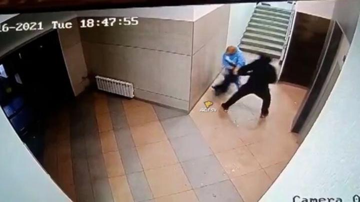 Новосибирские следователи выясняют, за что дедушка избил родного внука