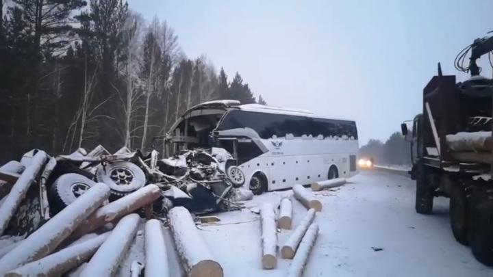 Погибли пять человек: появились подробности смертельной аварии в Иркутской области
