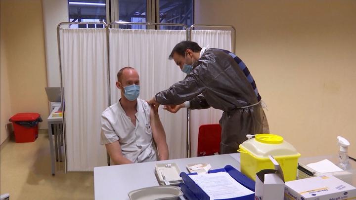 Прививочная кампания под угрозой: Европа столкнулась с дефицитом вакцин