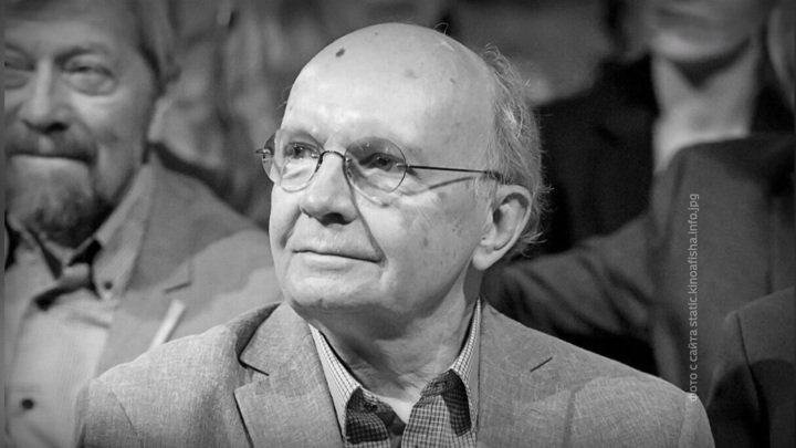 Цветы и аплодисменты: Андрея Мягкова проводили в последний путь