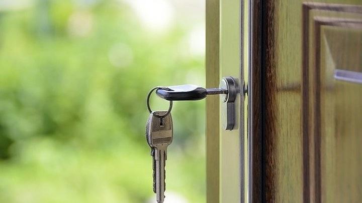 Житель Самары незаконно выставил из квартиры бывшую жену и двух дочерей