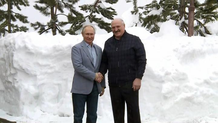 В Кремле рассказали, о чем говорил Путин с Лукашенко