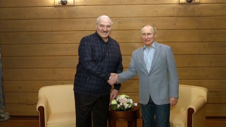 """Лукашенко заверил Путина, что """"деньги на ветер не выброшены"""""""