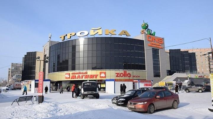 Конструкция не выдержала: в Магнитогорске из-за урагана обрушился ТЦ