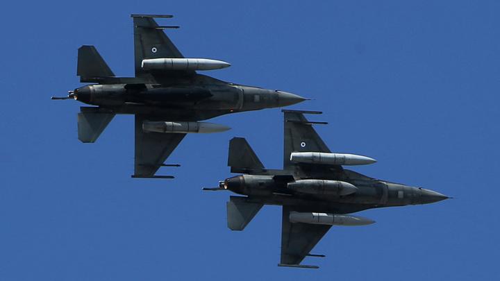 Греческие F-16 опасно приблизились к турецкому судну