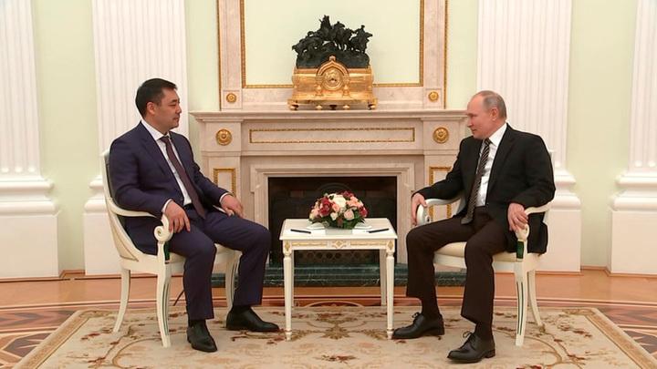 Путин поблагодарил Жапарова за сохранение статуса русского языка