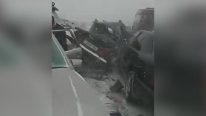 Снегопад в Баку: массовые аварии, один погибший