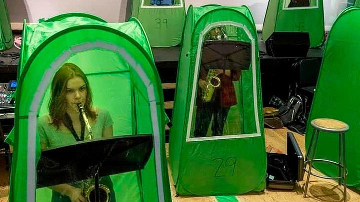 В Вашингтоне музыкантов во время репетиции засунули в палатки