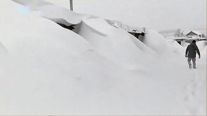 В Ачинске завалило снегом гаражный кооператив