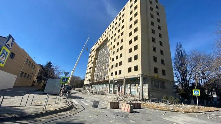 Снос 12-этажного самостроя в Анапе завершат к концу весны