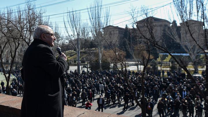Лидер армянской оппозиции исключил возможность гражданской войны