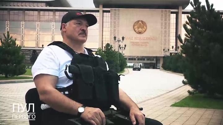Силовики подарили Лукашенко видео, где он бегает с автоматом