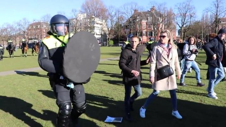 Респираторы, комендантский час, карантин: как в ЕС борются с COVID-19