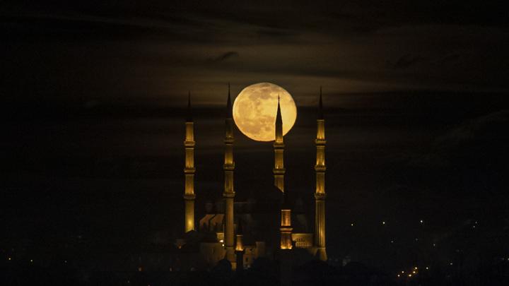 Турция тоже хочет покорить Луну.