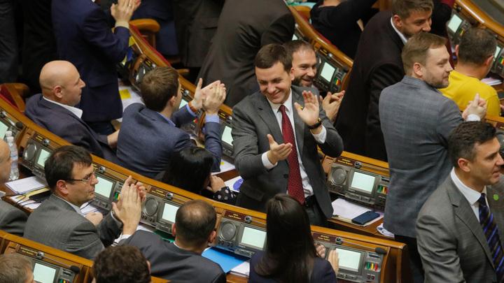 Дослужились: партию Зеленского уличили в коррупции