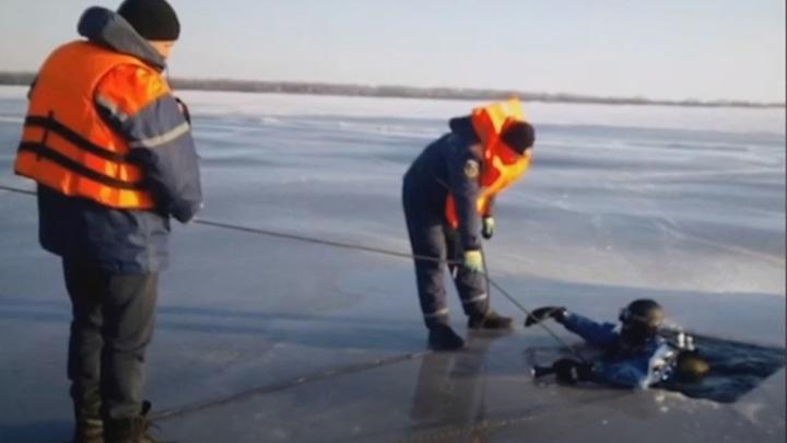 В Вольске водолазы продолжают искать тела провалившихся под лед детей