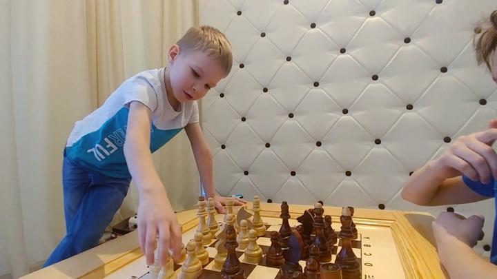 Не дали разряд: в поиске справедливости 5-летний шахматист дошел до министра