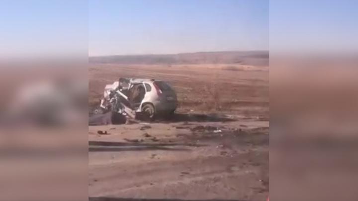 Под Шахтами при лобовом столкновении погибли три человека