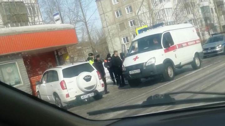 В Красноярском крае пенсионер погиб, сидя на остановке