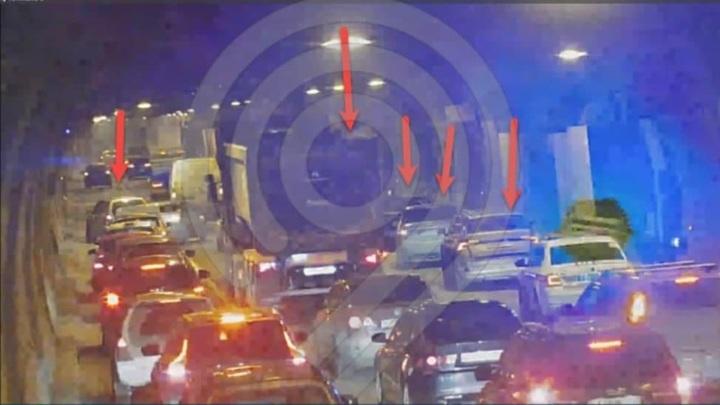 Массовая авария произошла в Лефортовском тоннеле