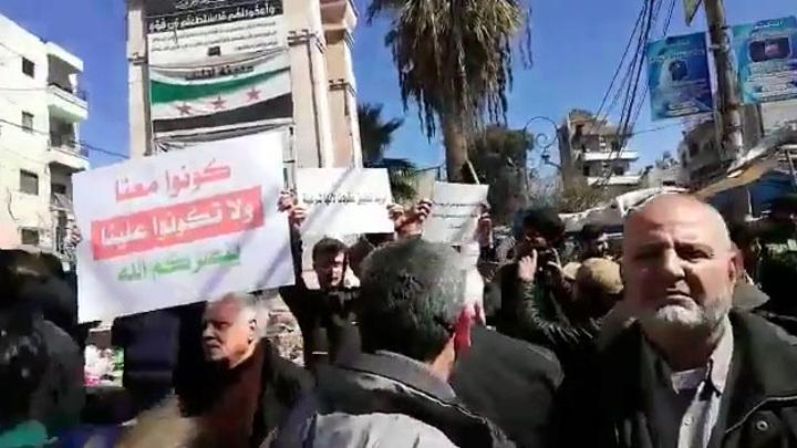 Мирные сирийцы протестуют против бесчинств боевиков