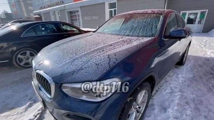 В Казани на машинах обнаружен странный налет, проверку ведет Минэкологии